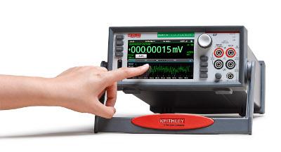 Multímetro digital con pantalla táctil interactiva