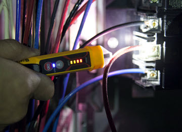 Dispositivo detector de voltaje